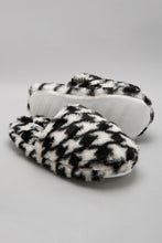Load image into Gallery viewer, Assorted Slipper With Pattern Detail