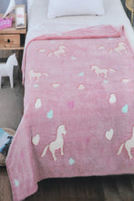 Load image into Gallery viewer, Pink Heart Kids Blanket