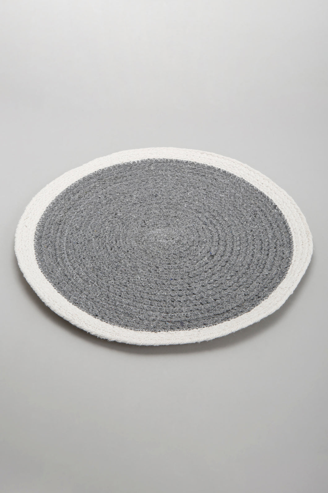 Grey/White Round Placemat