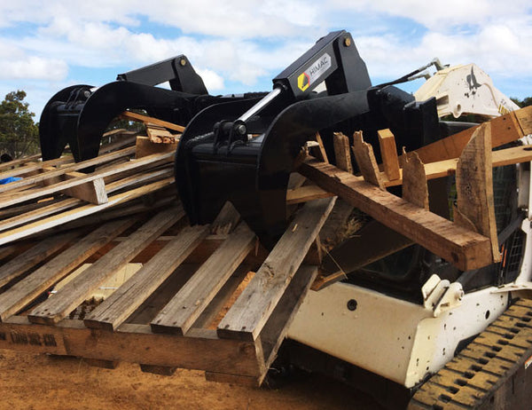 Independent hydraulic grapples on the Himac Demolition Grapple