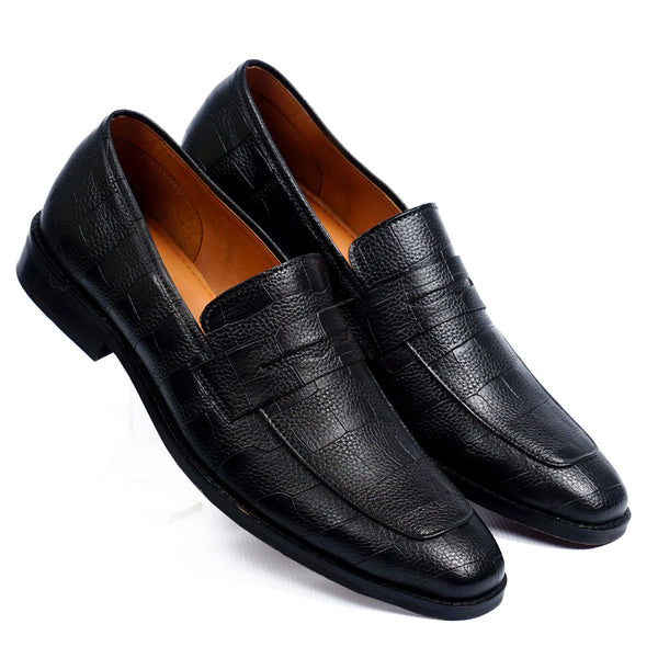 NICHE Crisp Black Croc Pattern Loafers