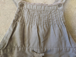 Beautiful french preloved kids clothing girls pleated linen natural dungarees 2-3 Years