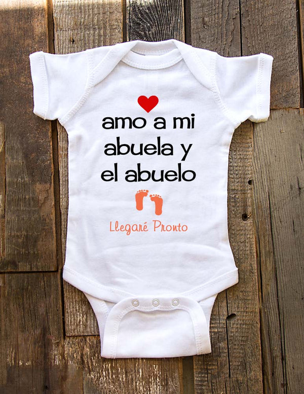Amo a mi abuela y el abuelo Llegare pronto - baby onesie spanish birth pregnancy announcement - Baby One-Piece Bodysuit