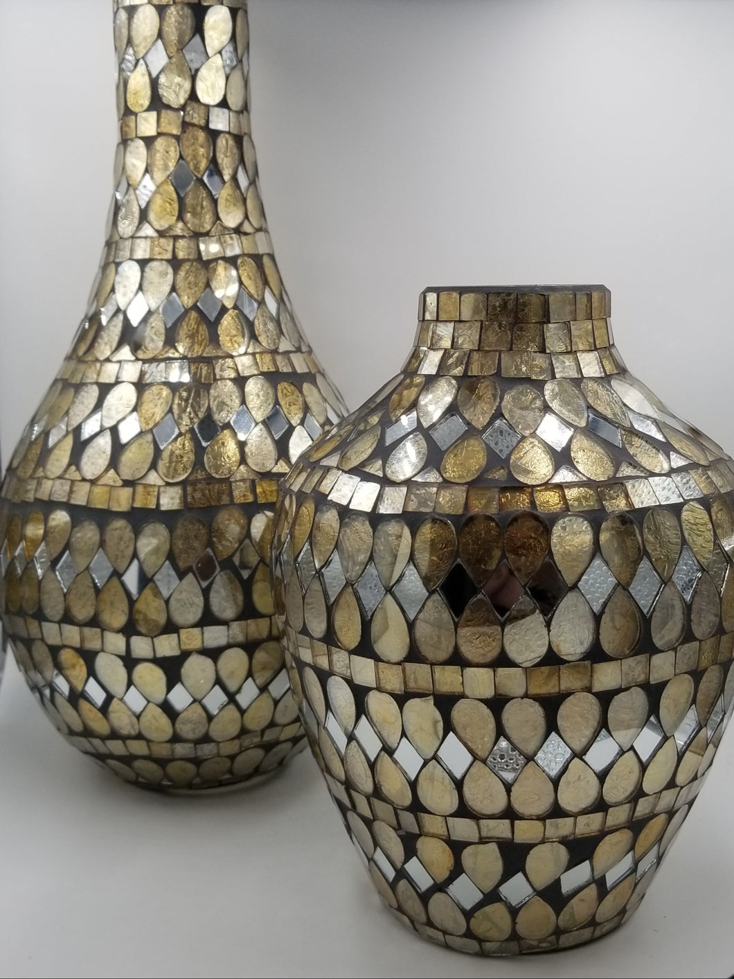 MIRRORED VASE WITH GOLD ACCENT