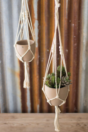 ONE COTTON MACRAME HANGER WITH CLAY POT