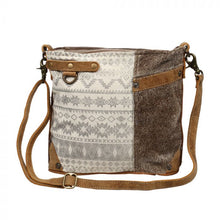 Load image into Gallery viewer, SIDE FLORAL DESIGN SHOULDER BAG