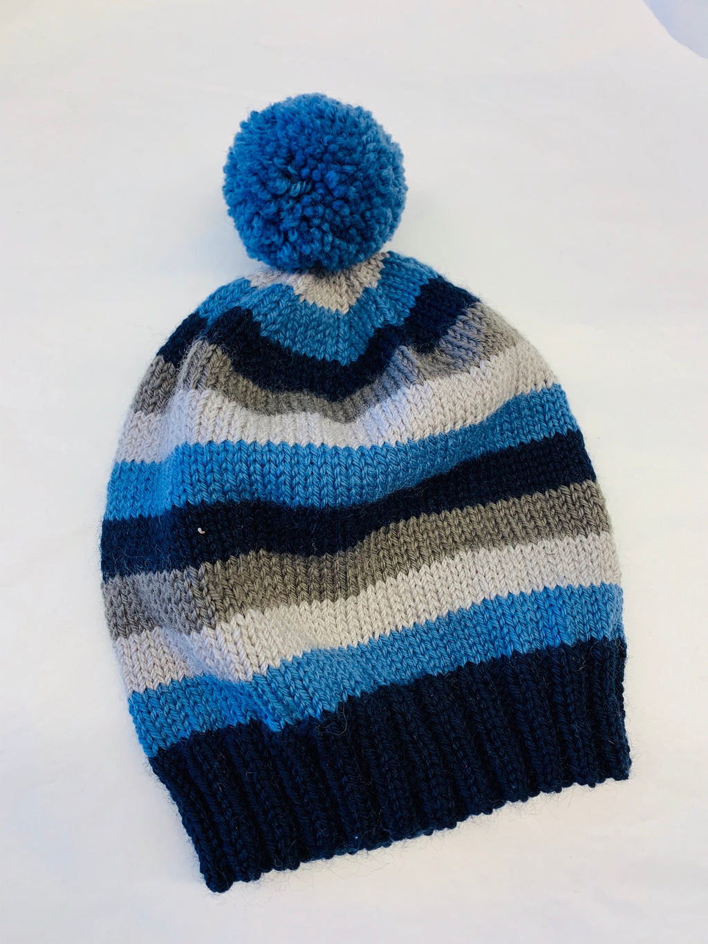 Wool beanie with pom pom: stripes