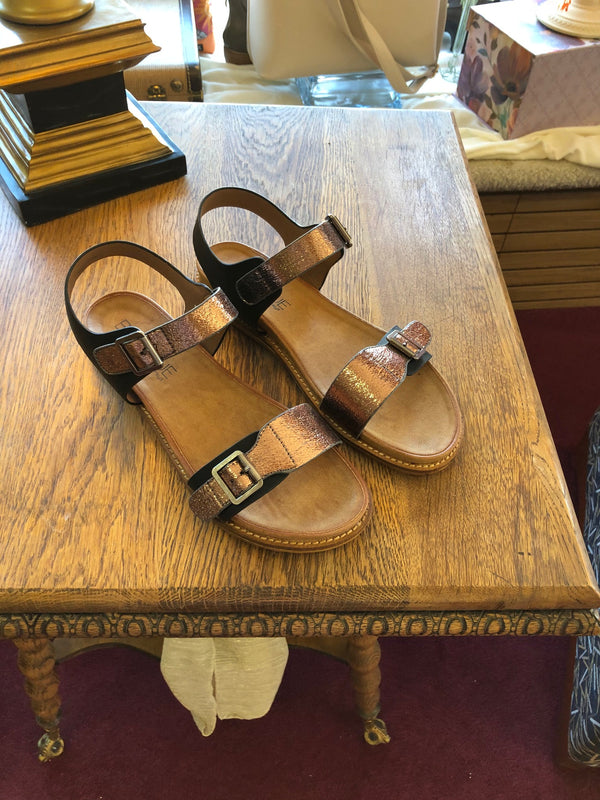 Heather mettalic sandal