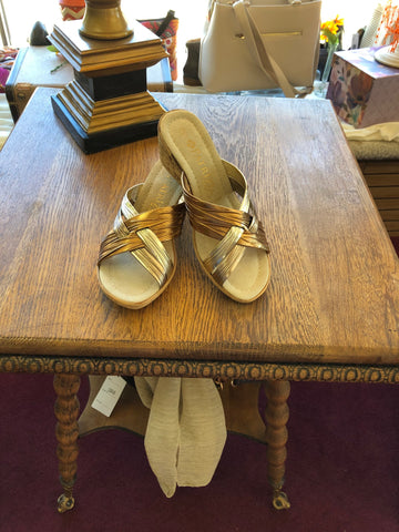 Dorinda metallic wedge