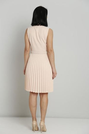 Sleeveless Knee length dress