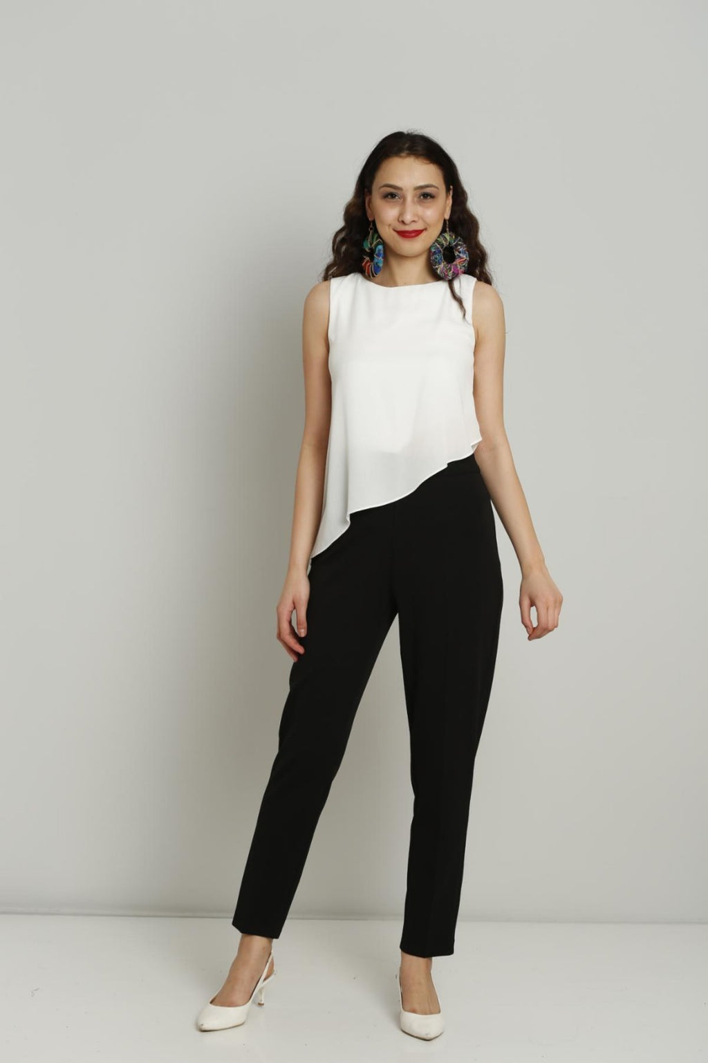 White and black sleeveless jumpsuit