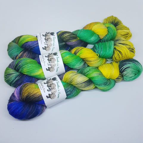 Orchid Bee - Platinum Sock - Superwash Merino Nylon - Fingering weight yarn