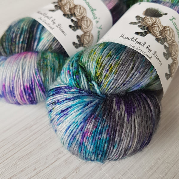 Colour Outside the Lines - Singlino 4ply - Superwash Merino - Fingering weight yarn (singles)