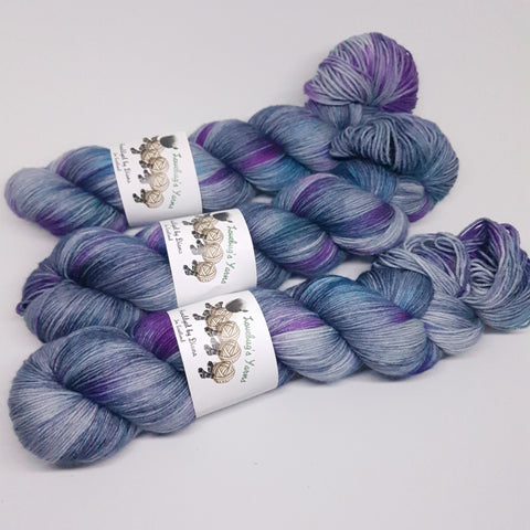 Moody Jewels - Platinum Sock - Superwash Merino Nylon - Fingering weight yarn