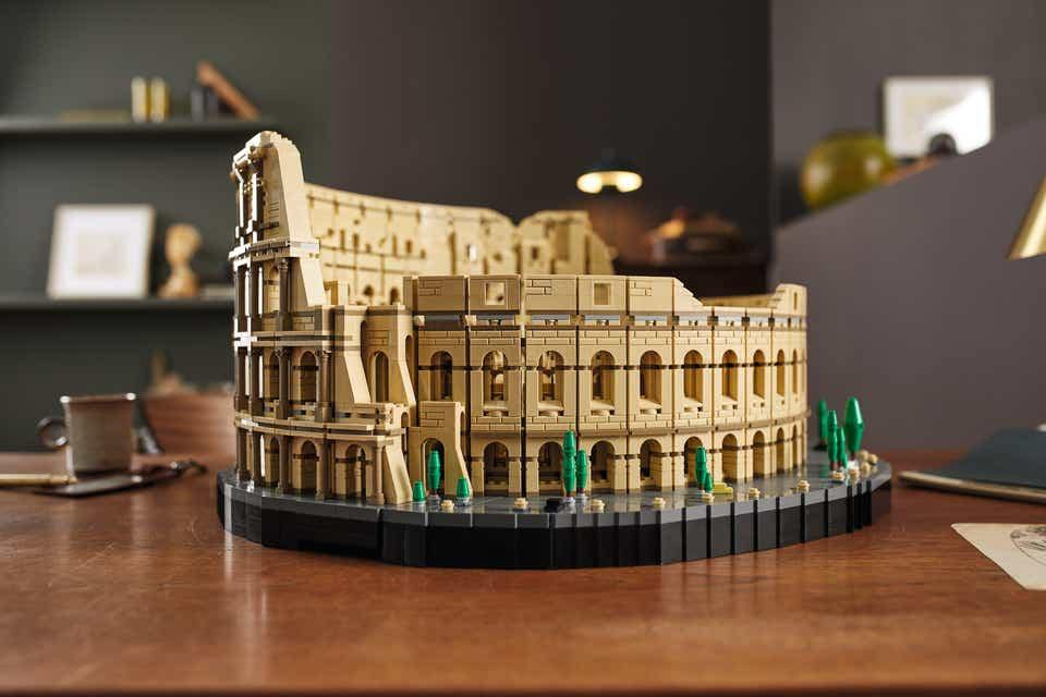 The largest Lego model has been unveiled set 10276 - THE COLOSSEUM