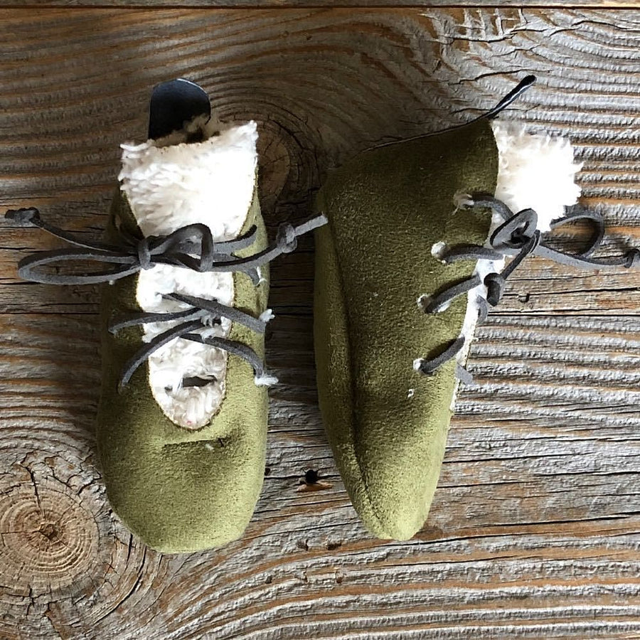 green furry booties mocs 0-6m - bebabyco
