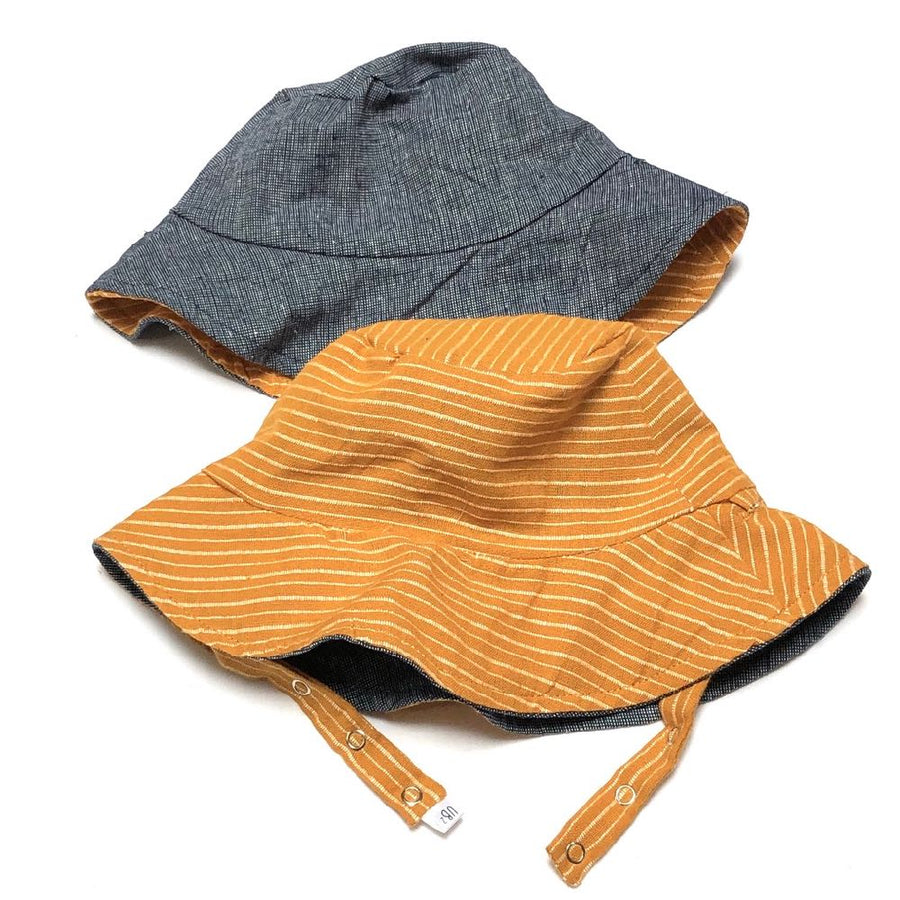 Bucket hat in Sunset Stripes