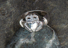 Load image into Gallery viewer, Claddagh Sterling Ring