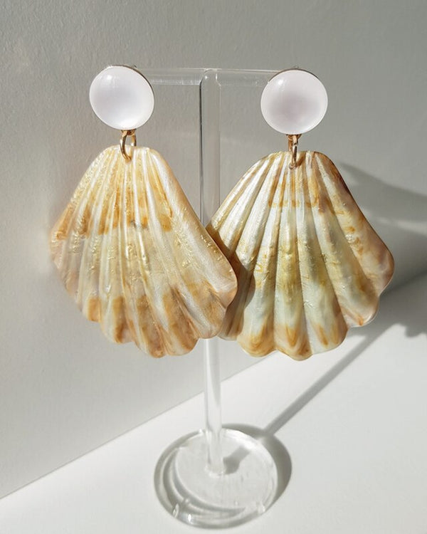 Rosewood shell earring