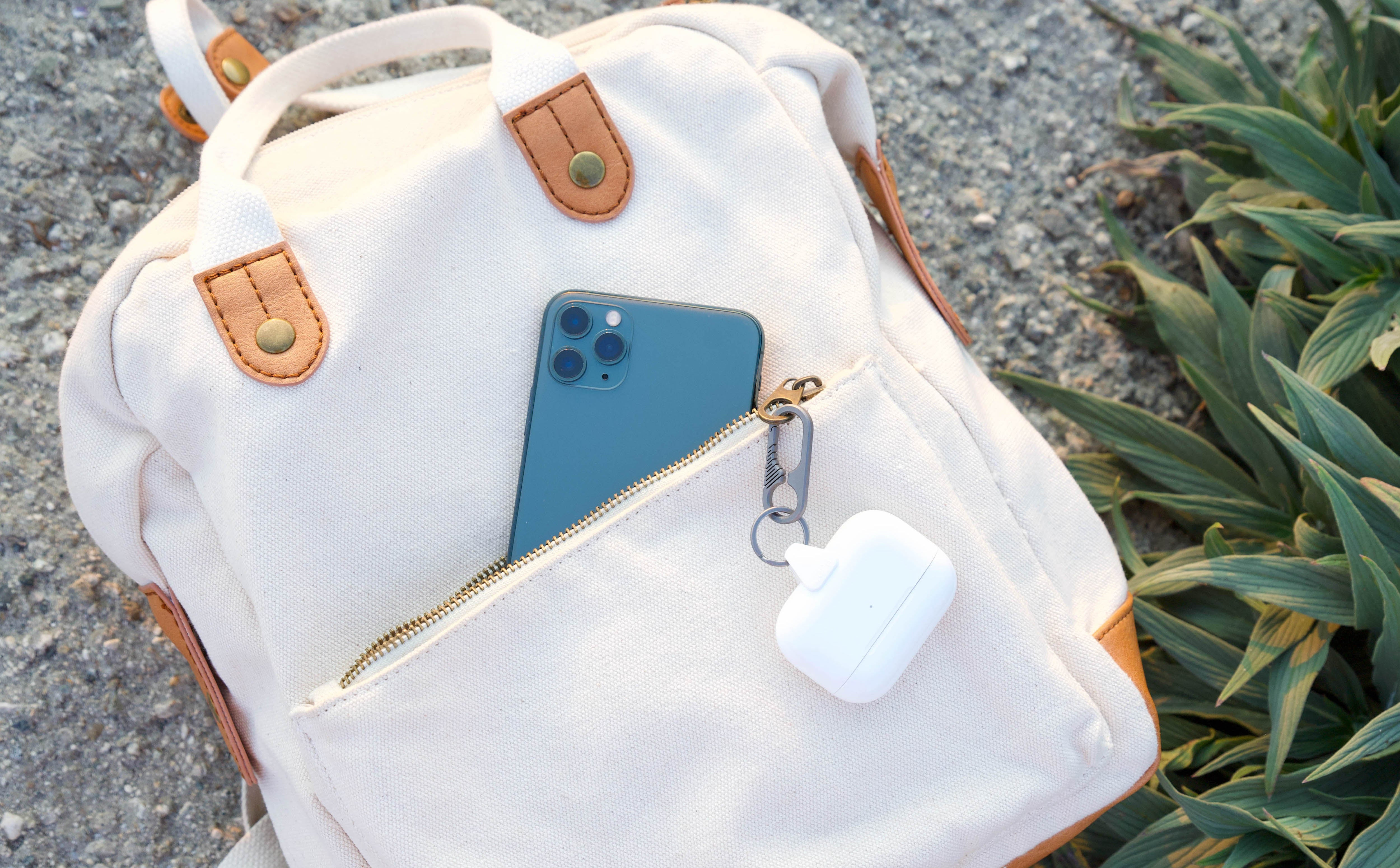 JURA ANCHOR + TITANIUM CARABINER for AirPods & AirPods Pro