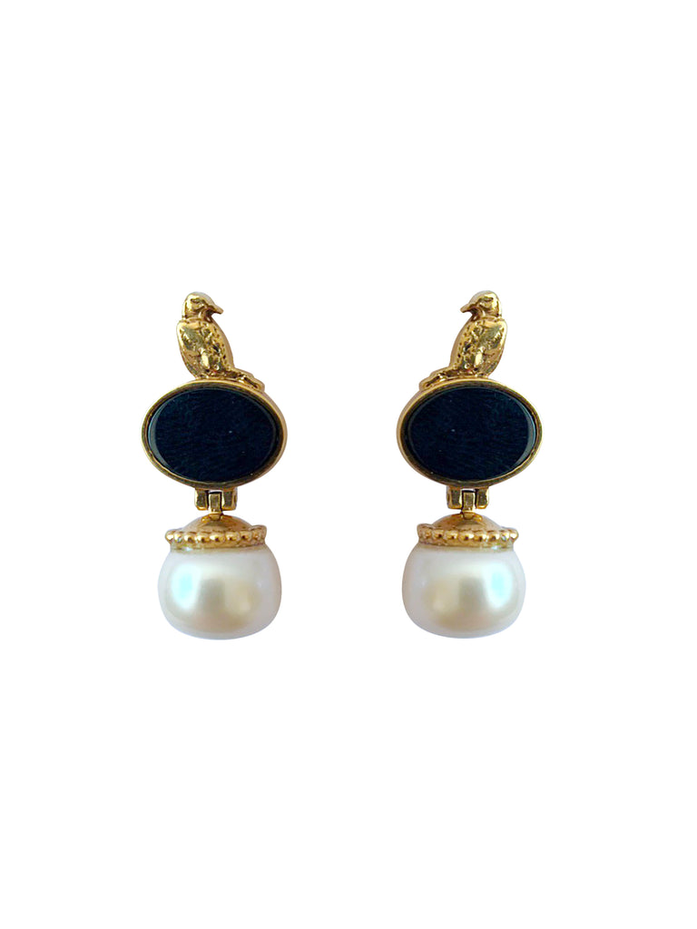 Golden earrings with white pearls