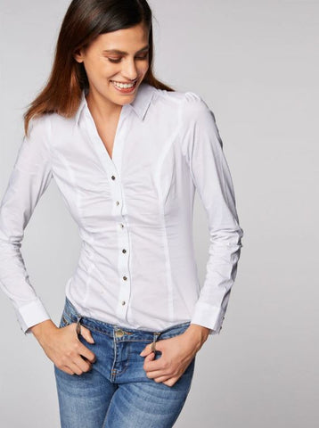 white shirt lady sexy with jeans