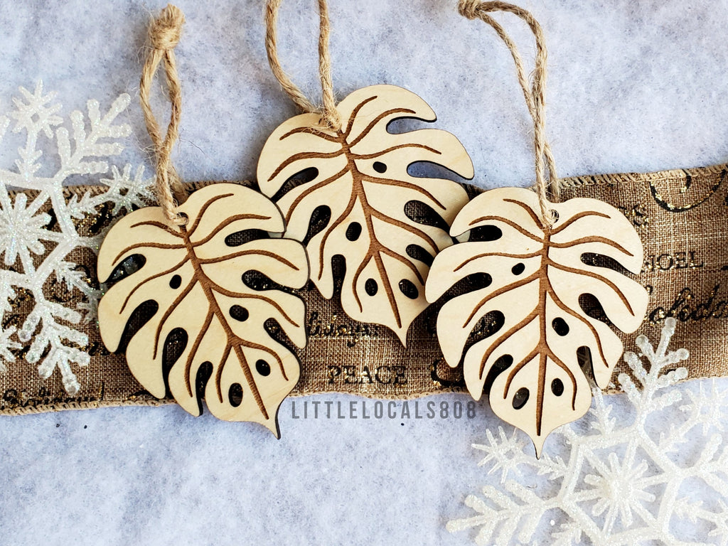 Ornaments / Wooden Monstera