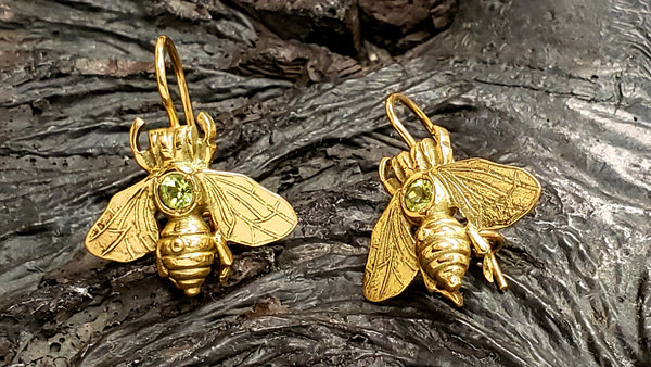 14kt gold bee earrings
