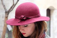 Load image into Gallery viewer, Bordeaux red wide brim woolen felt hat