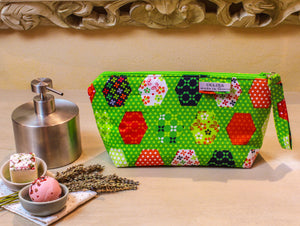 Green zipper pouch. Medium sized makeup bag. Medium zipper. Medium cosmetic pouch. Zip up make up bag. Small toiletry bag.