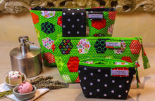Load image into Gallery viewer, Green zipper pouch. Medium sized makeup bag. Medium zipper. Medium cosmetic pouch. Zip up make up bag. Small toiletry bag.
