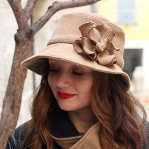 Beige cloche hat.