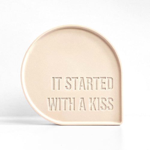 Goegezegd - Bubble Quote - It started with a kiss