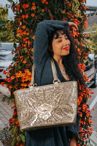 La Flor Tote in Gold