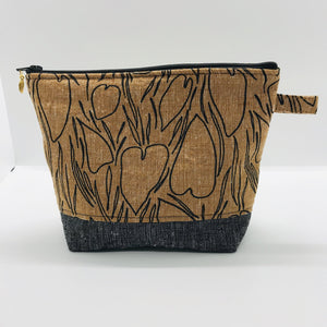 "The pouch is made from Roasted Pecan Essex linen/cotton from the Driftless collection from Robert Kaufman, black homespun Essex cotton/linen for the base, and a layer of fleece. The cute metal tassel gives an added touch. 7.5 W x 6""H x 2.5""D. Machine washable and dryer safe, or air dry."
