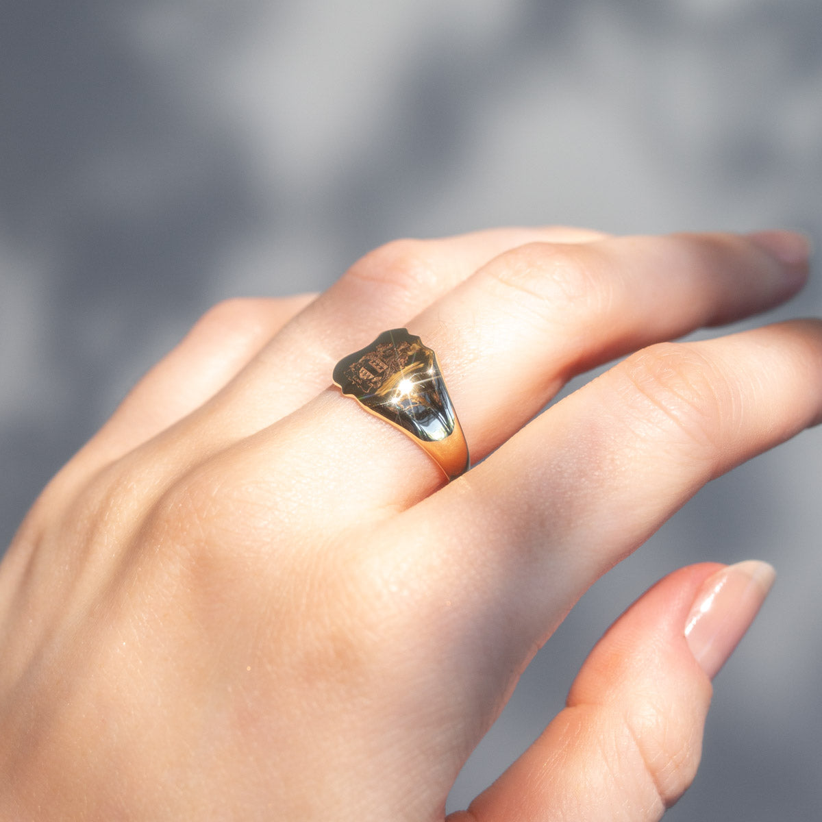 The James Vintage Crest Ring