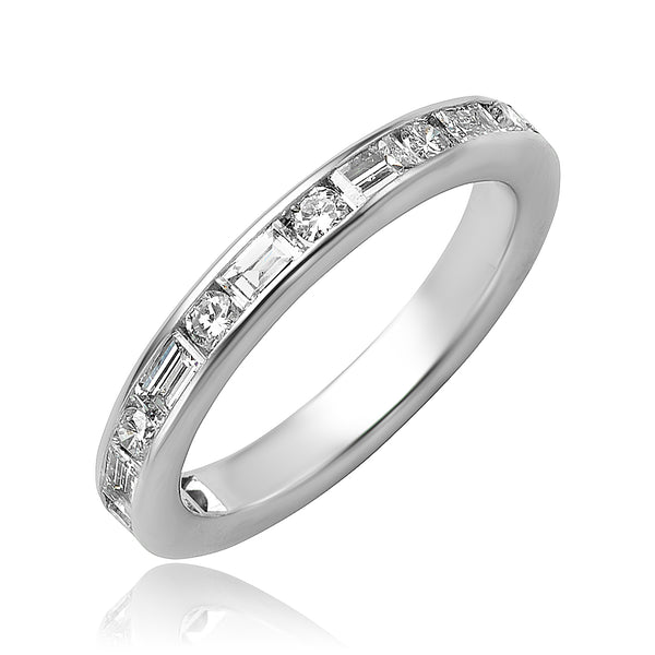 0.84 ctw Baguette and Round Brilliant Cut Diamond Ring in Platinum