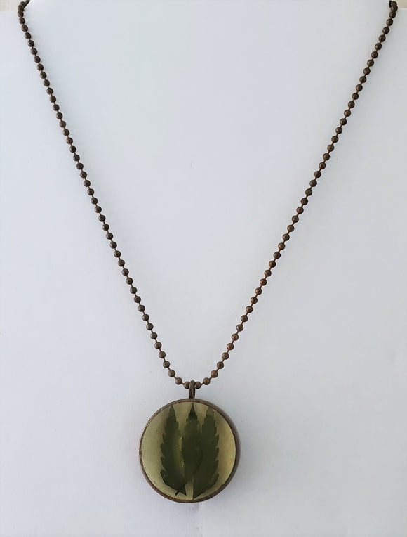 Håndlaget Fern Resin Necklace