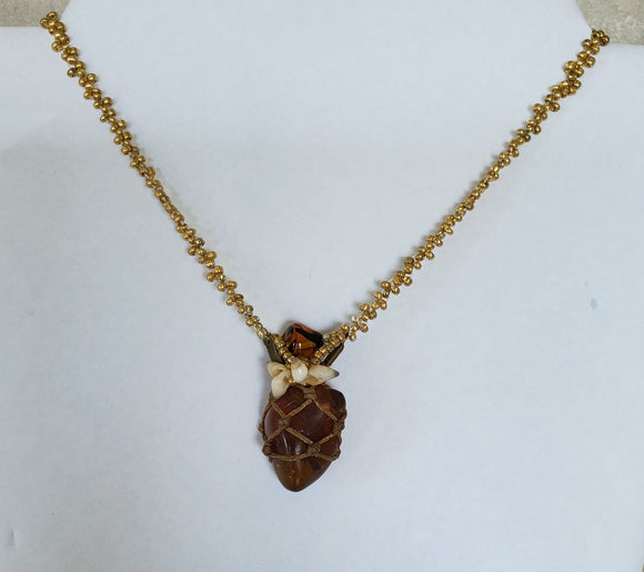 Håndlaget Netted Amber, Tigers Eye & Cone Shell Necklace