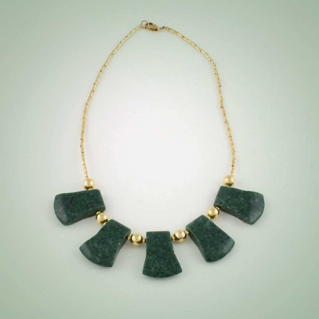 5 Axes necklace in dark green jade and goldfilled beads - Jade Maya