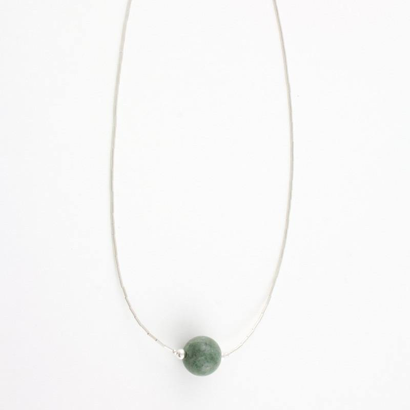 Dark green solitaire jade bead necklace