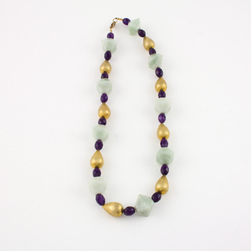 Necklace with light green jade faceted beads and amethyst