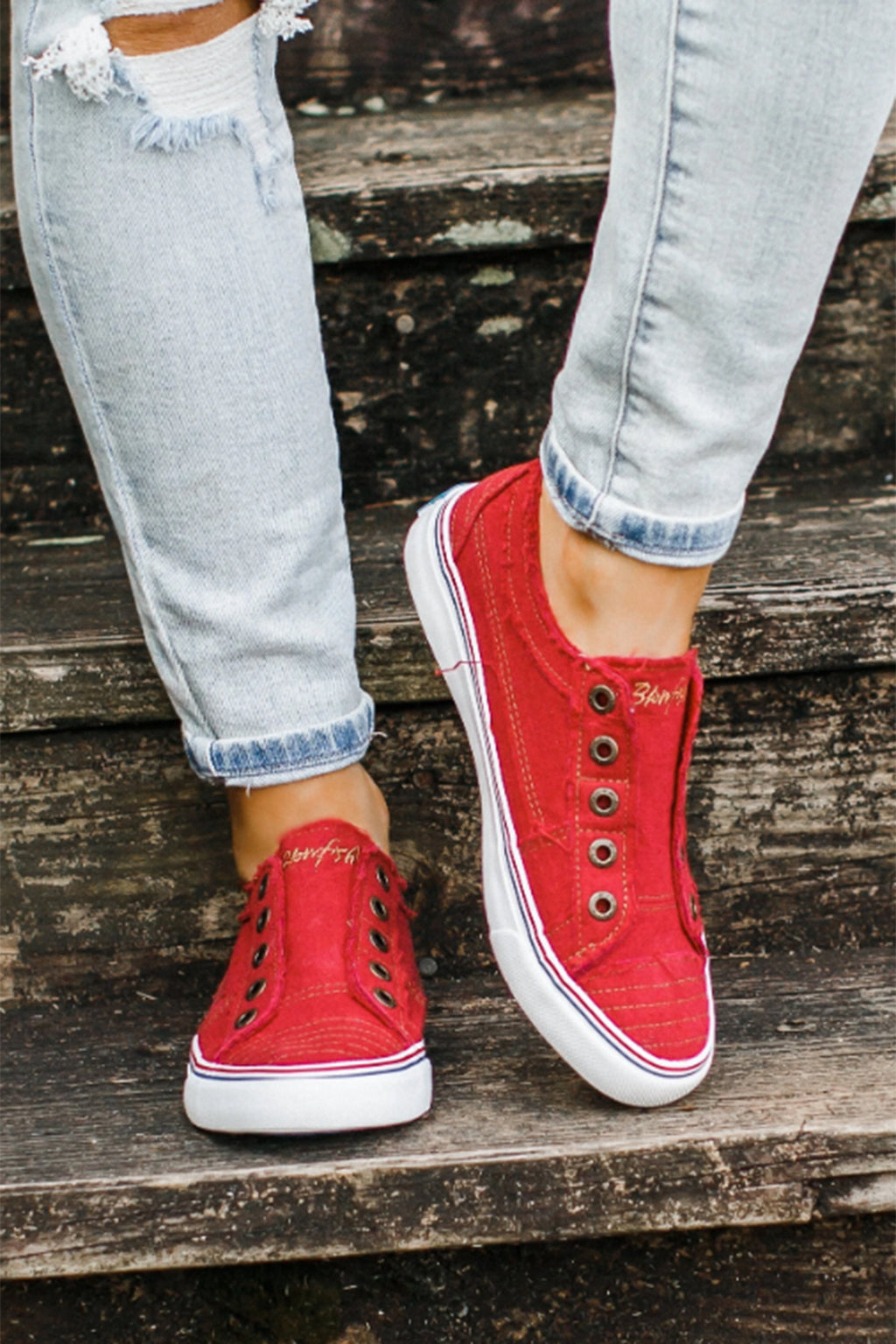 Vintage Classic Sneakers in Red