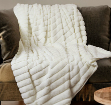 Load image into Gallery viewer, Ribbed Faux Fur Throw