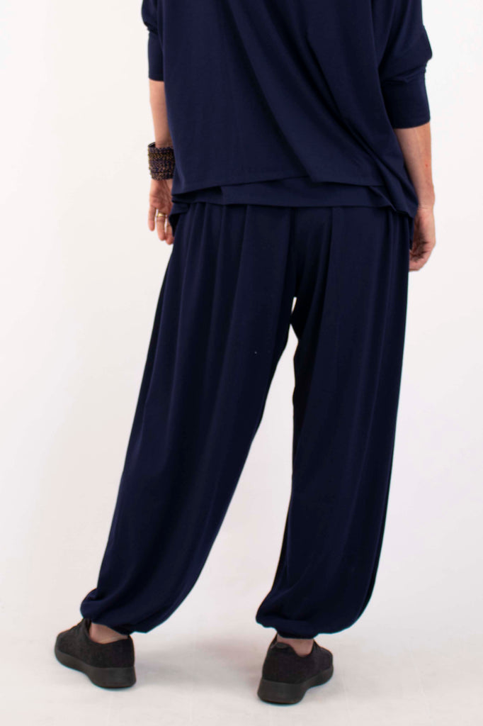 designer-travel-clothes-loose-fitting-pant-womens-fashion-luxury-fashion