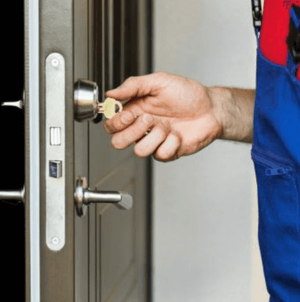 Locksmiths and Hand Protection: 3 Things They Need