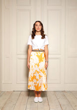 Load image into Gallery viewer, Melody Yellow Floral Pleat Skirt