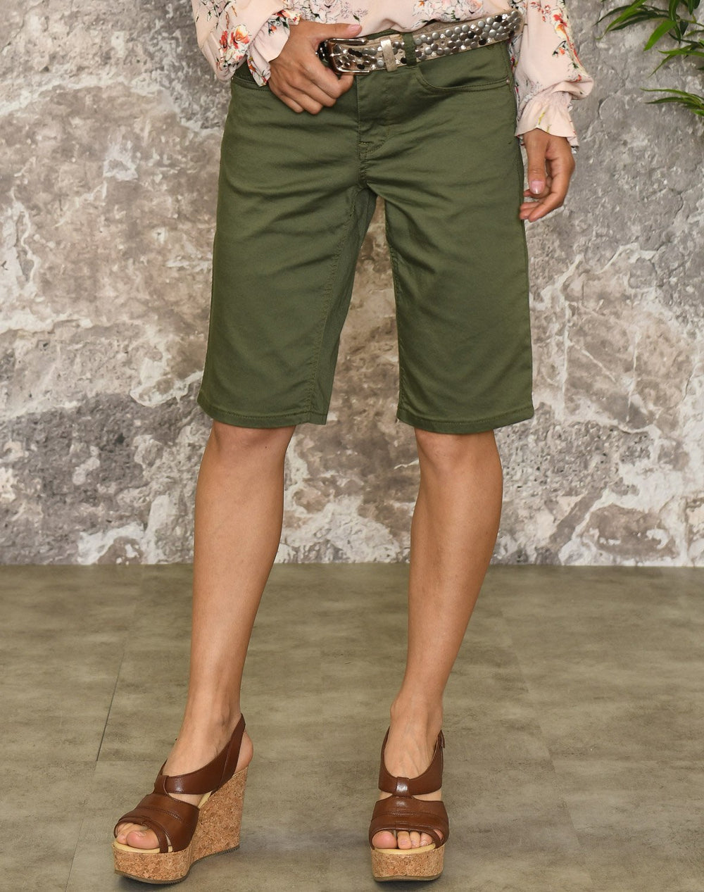 Cream VavaCR shorts burnt olive - Online-Mode