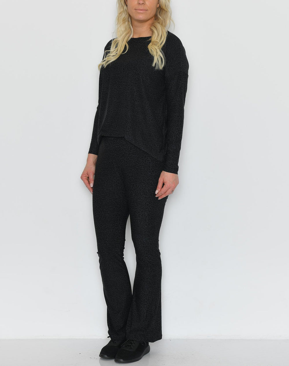 Liberté Alma flaired pants leo/black - Online-Mode