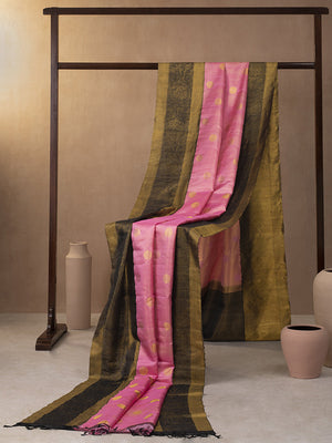 Floral Creeper Woven In Creamy Pink Pure Kanchipuram Silk Saree with Gold Zari